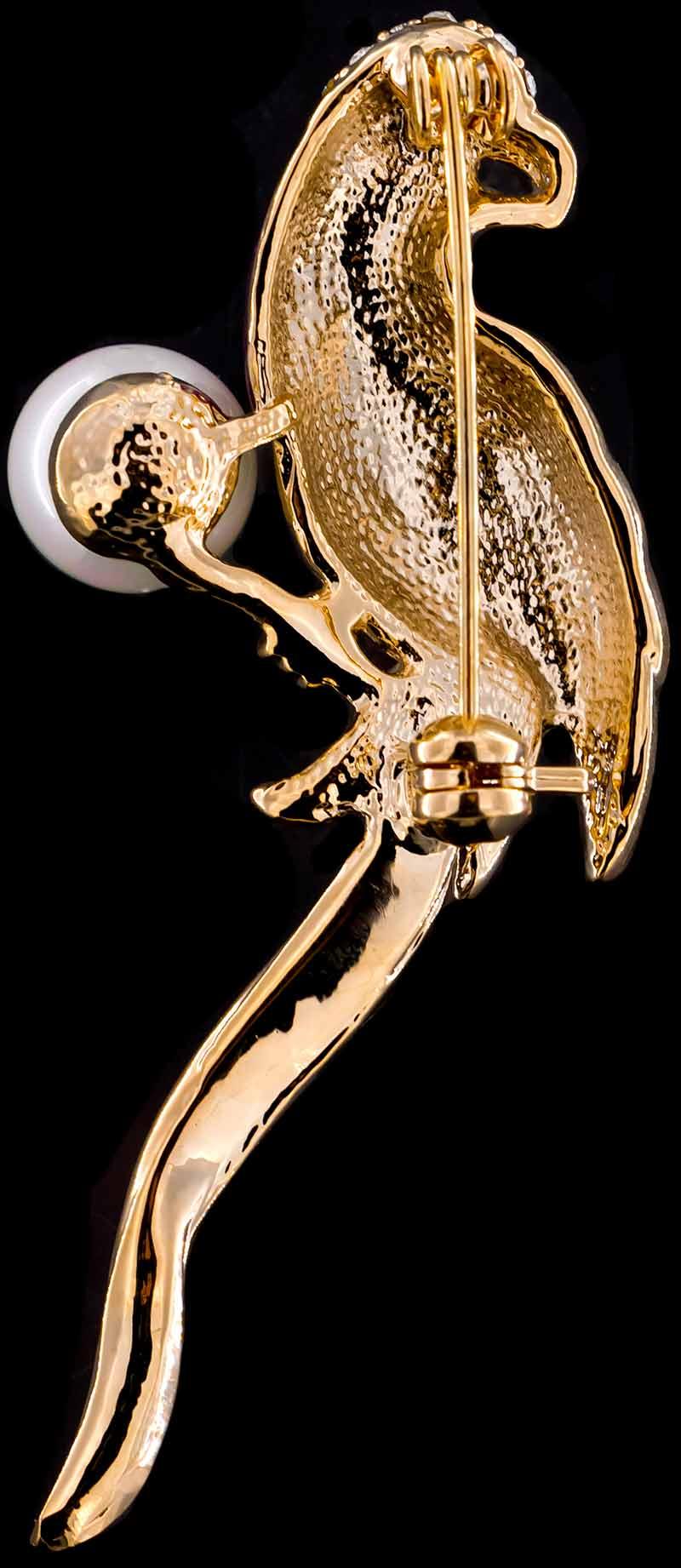 Brosche Papagei goldfarben mit bunten Federn, einer Perle und vielen weissen Strass Steinen BR048 unten
