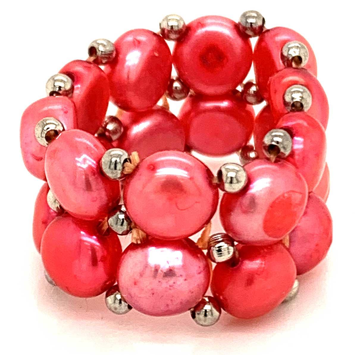 Lassen Sie sich diese Gelegenheit nicht entgehen. In aufwendiger Handarbeit wurden die Perlen für diesen exquisite Süßwasser Perlenring auf Gummi-Band gezogen.