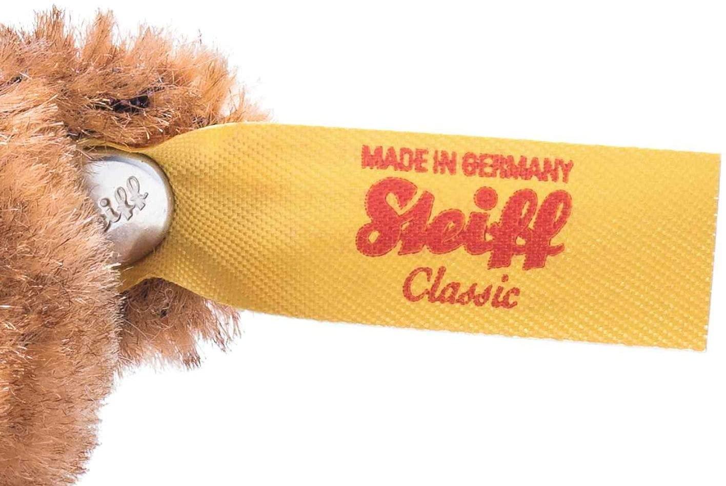 """Mini Teddybär - 9 cm - Sammlerstück – Geschenk - braun Mit unserem Mini Teddybär verschenkt man einen besonderen Bären. Er ist aus den feinsten Materialien gefertigt und ein richtiges Schmuckstück. Die Details des kleinen Teddybären zeigen das wir unsere Tiere mit Liebe fertigen. Steckbrief Mini Teddybär - Größe 9 x 7 x 4,5 cm - Fell: aus feinstem Mohair - Farbe: braun – abwaschbar Steiff Qualitätsversprechen Die Margarete Steiff GmbH ist die weltweit bekannteste Spielzeug- und Plüschtierherstellerin und steht für höchste Qualität seit 1880. Der Leitgedanke unser Firmengründerin Margarete Steiff """"Für Kinder ist nur das Beste gut genug"""" ist unsere Firmenphilosophie und prägt unsere Arbeit sowie jedes unserer Produkte. Alle unsere Tiere werden von Hand genäht und sind somit einzigartig. Jedes original Steiff Tier trägt voller Stolz den Steiff """"Knopf im Ohr"""" und zusätzlich als weiteres Erkennungszeichen ein Ohrfähnchen. Das ist der Beweis, dass es aus unserem Hause stammt. Steiff Tiere - nur echt mit dem Steiff """"Knopf im Ohr"""". Wir wünschen viel Vergnügen mit dem neuen Plüschtier - Ihr Steiff-Team"""
