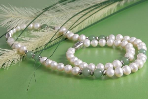 Echte Zucht-Perlen-Kette+Armband P020 weiß mit Jade abgesetzt Magentverschluß