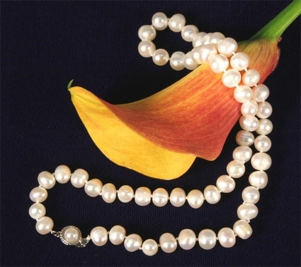 Perlenkette Weiss naturfarben ca.7-8mm ca.45cm Perlen Verschluß Potato Form K102