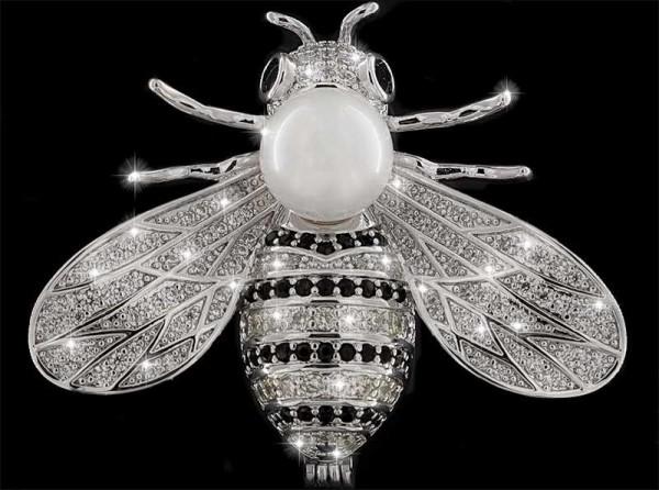Brosche Fliege mit Perle silberfarben ,schwarzen und vielen weissen Strass Steinen BR029
