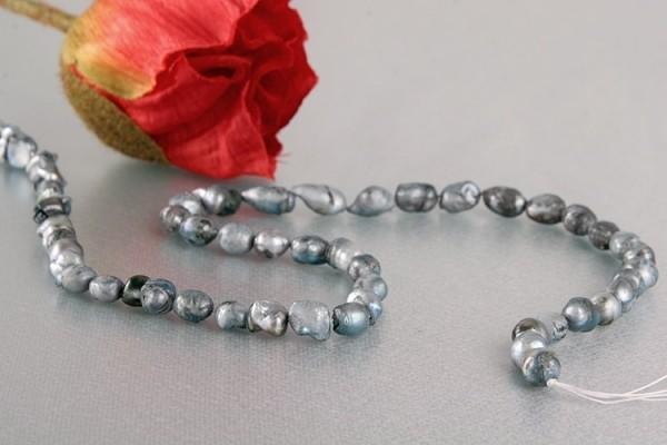 P166 Echter Süßwasser-Perlen-Strang barock 10-12mm 40cm lang offen silbergrau