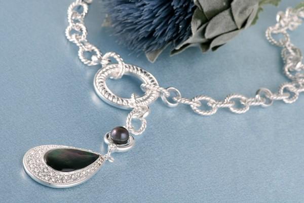 Perlencollier Amulett Süßwasserzuchtperle MOP Perlmutt und Straßstein versilbert rhodiniert Tahiti S