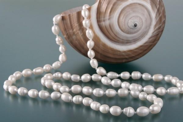 Echte Zucht-Perlenkette P047 weiß ca.150cm oval Barock Perlencollier NEU