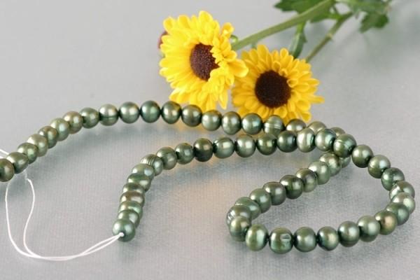 P409 Echter Süßwasser-Perlen-Strang oval 6-7mm 40cm lang offen olivgrün