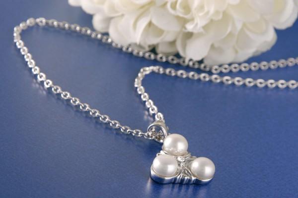 Perlenkette Amulett mit 3 Süßwasserzuchtperle und Straßstein weiß versilbert rhodiniert