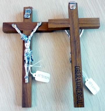 Kreuz hell mit Korpus Devotionalien 16.5 * 8 cm