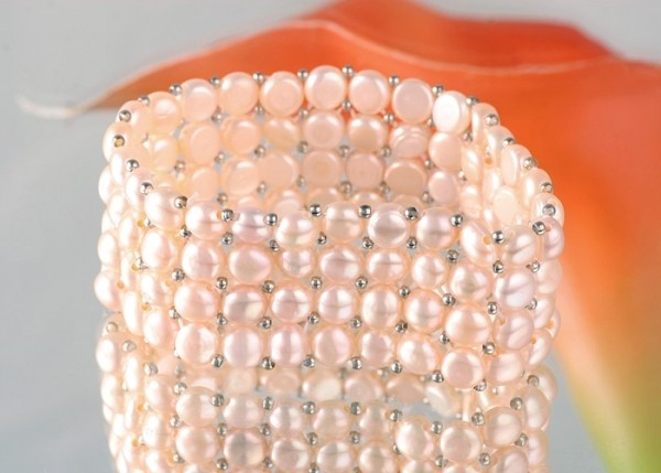 4-Reihig Zucht-Perlen-Armband Süsswasserzuchtperlen Lachsfarben mit silberfarbenen Kugeln Zuchtperle