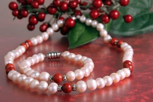 Echtes Zucht-Perlen-Set P018 Kette+Armband weiß m. Schaumkoralle abgesetzt